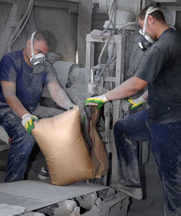 Filling Cement Bag